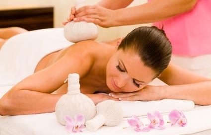 Kräuter-Stempel-Massage